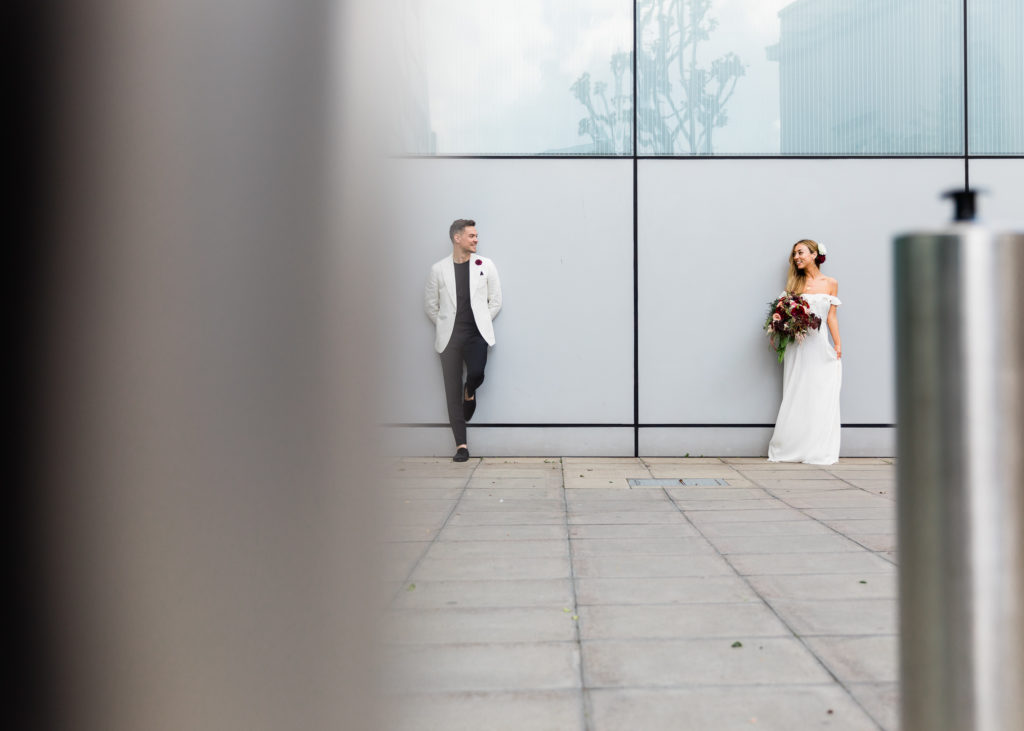 incorporate urban scenes in wedding photography outside